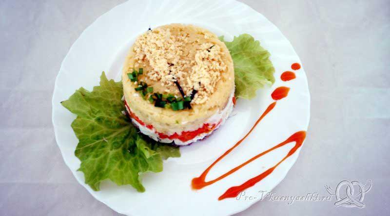 Салат Мимоза с сыром и яйцом - подача