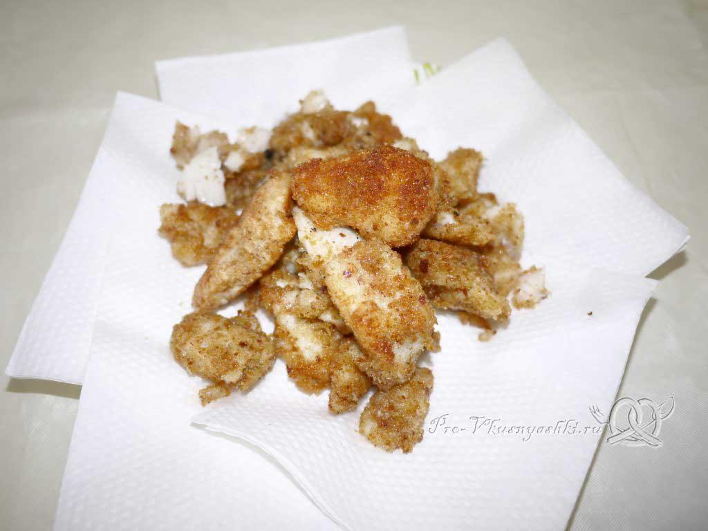 Вкусный салат из минтая - рыба в панировке