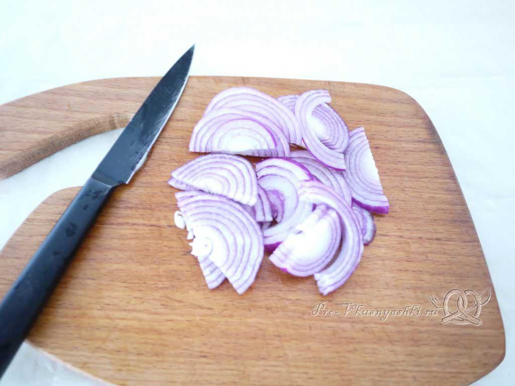 Вкусный салат из минтая - нарезаем лук