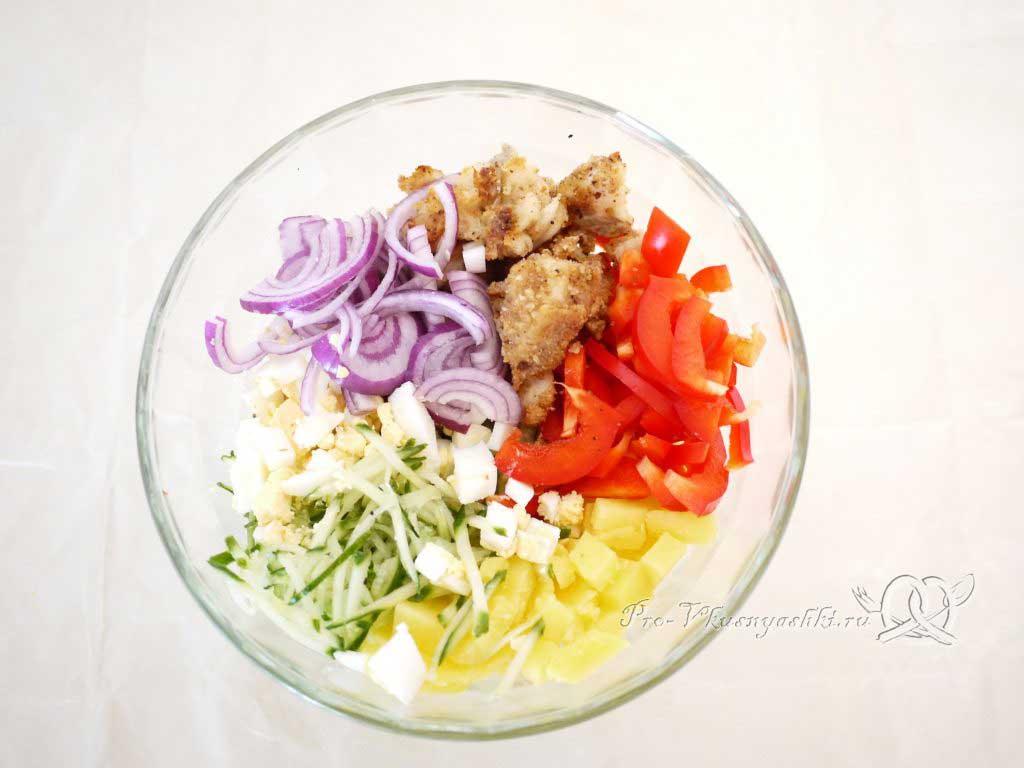Вкусный салат из минтая - смешиваем ингредиенты