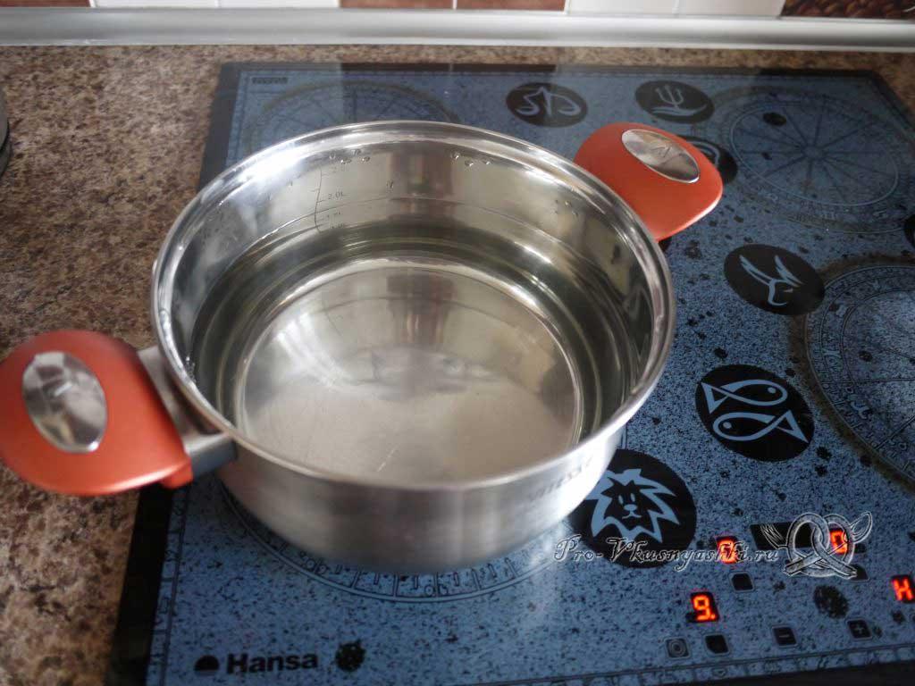 Грибной суп из шампиньонов - кипятим воду