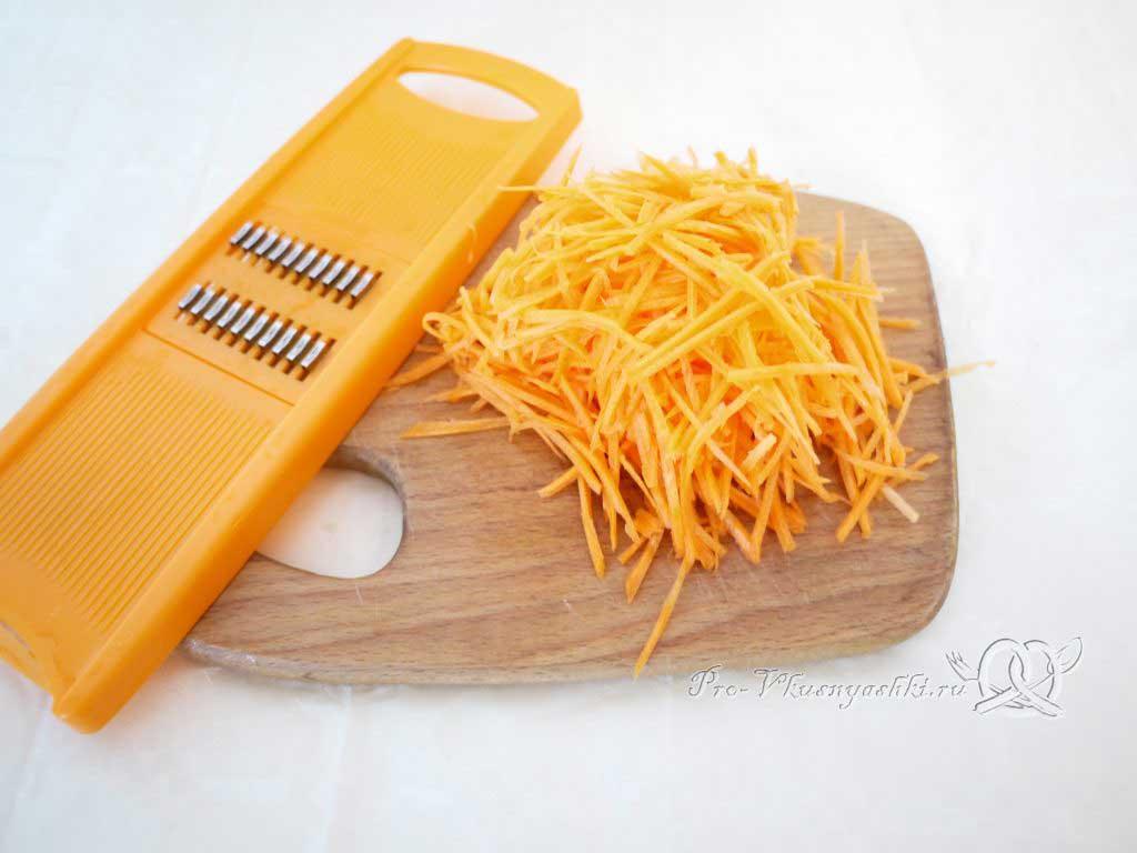 Грибной суп из шампиньонов - натираем морковь