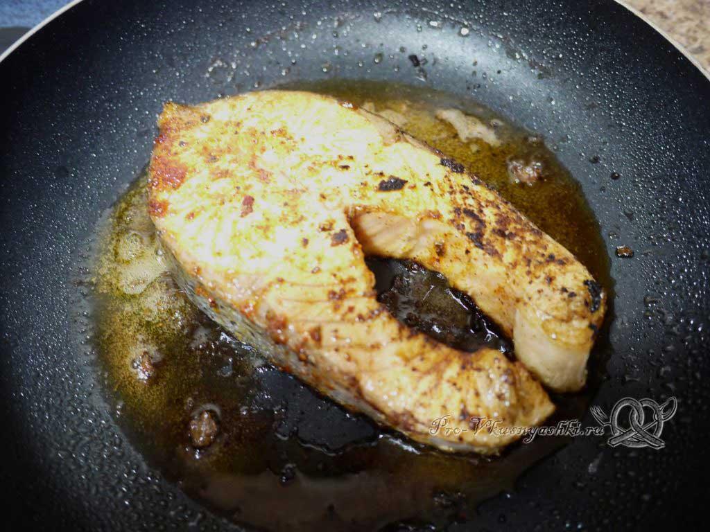 Стейк из семги жаренный на сковороде - жарим с другой стороны
