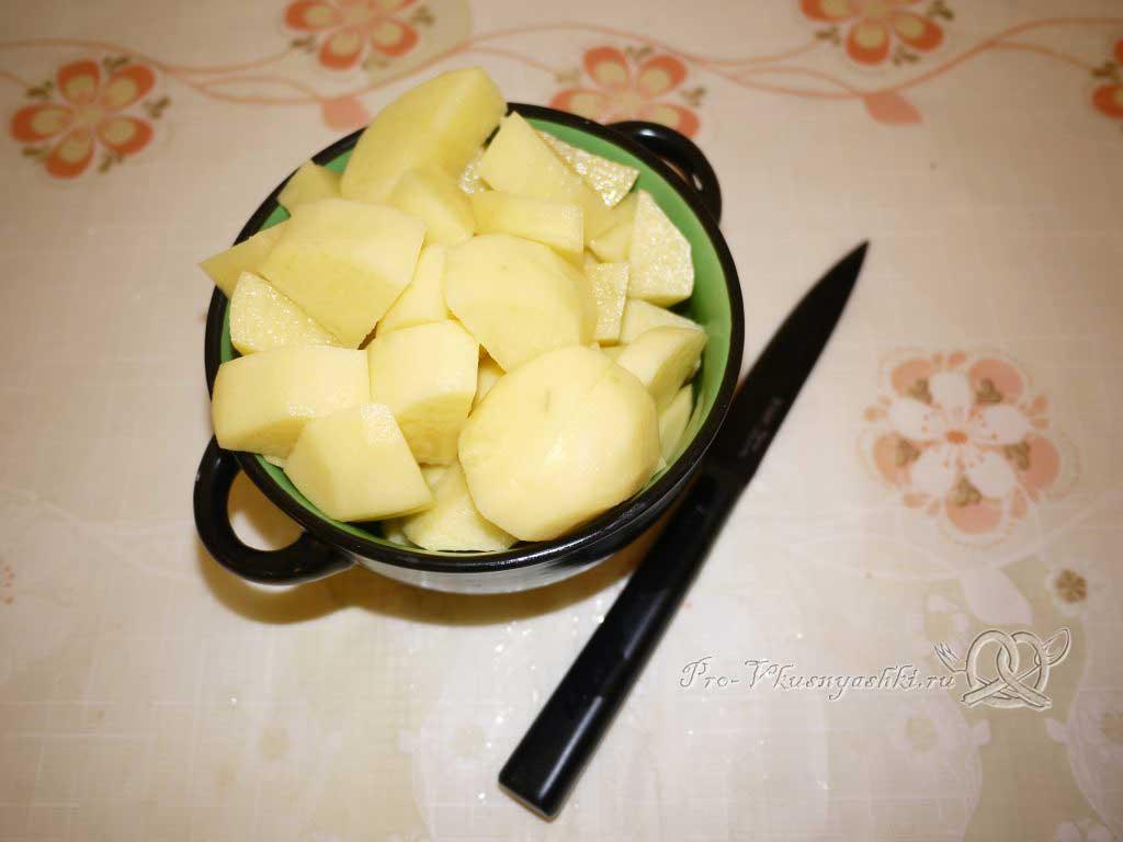 Тушеная капуста с картофелем - нарезаем картофель