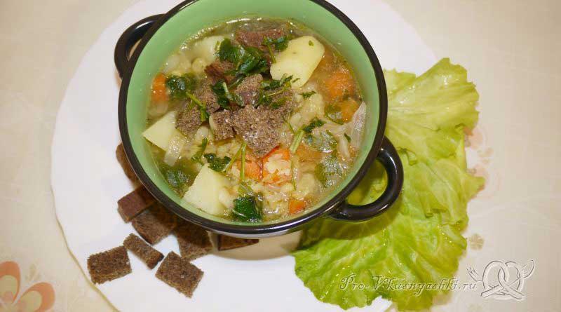 Постный гороховый суп с сухариками - подача