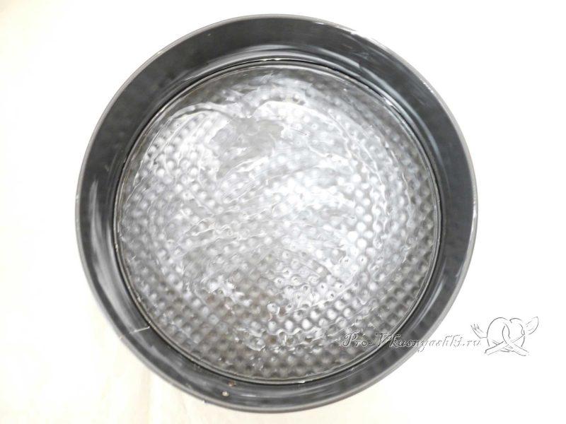 Королевская ватрушка с творогом - смазываем форму маслом