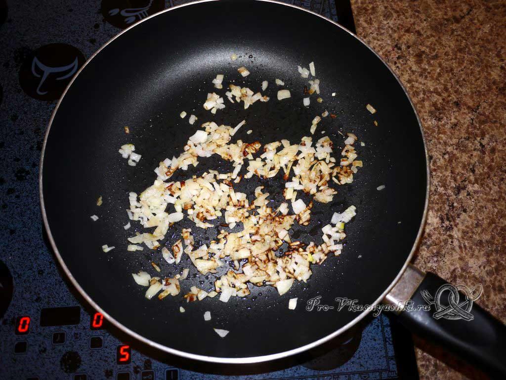 Постные вареники с картошкой и грибами - жаренный лук