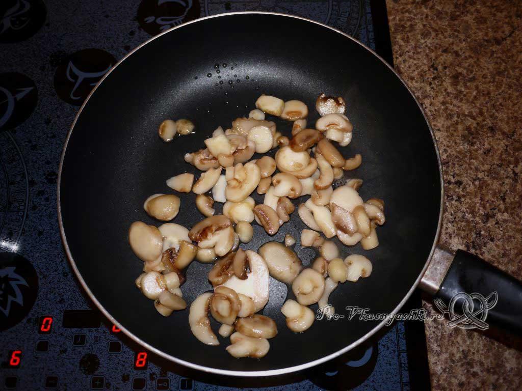 Постные вареники с грибами - жарим грибы