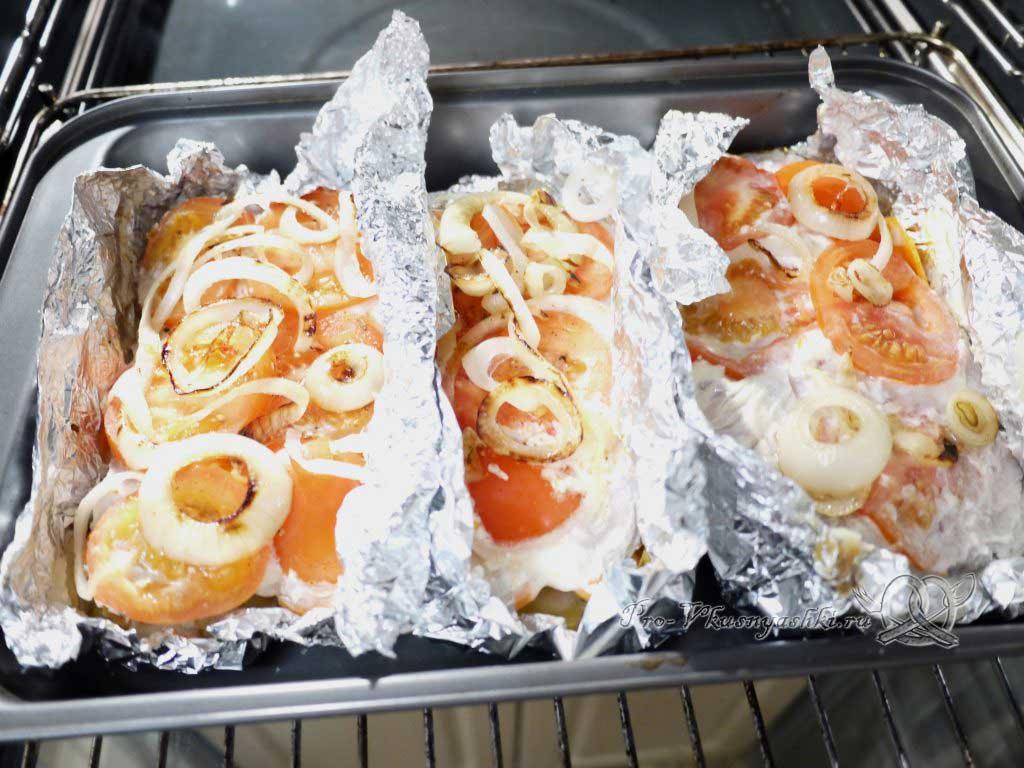 Мясо по-французски с картофелем - подрумяниваем лук