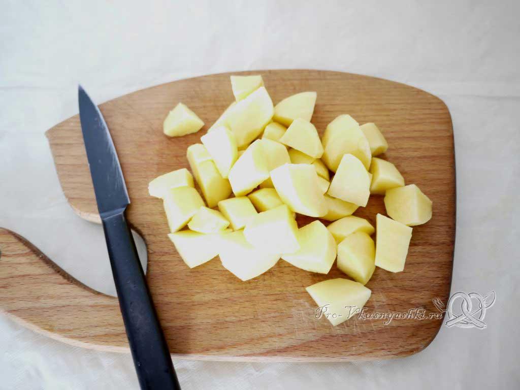 Овощное рагу с кабачками и картофелем - нарезаем картофель