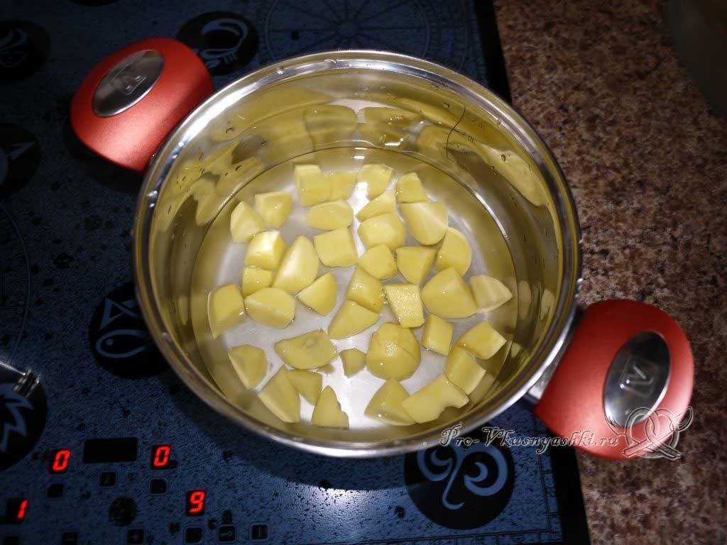 Овощное рагу с кабачками и картофелем - варим картофель