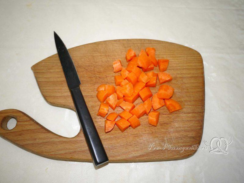 Овощное рагу с кабачками и картофелем - нарезаем морковь