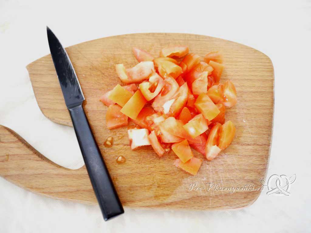 Овощное рагу с кабачками и картофелем - нарезаем помидоры