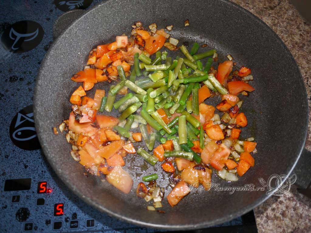 Рис с овощами на сковороде - добавляем фасоль
