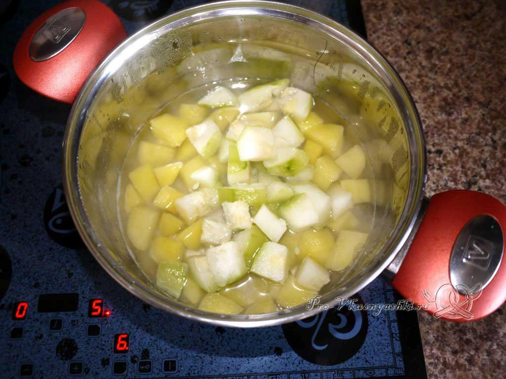 Овощное рагу с кабачками и картофелем - варим кабачок