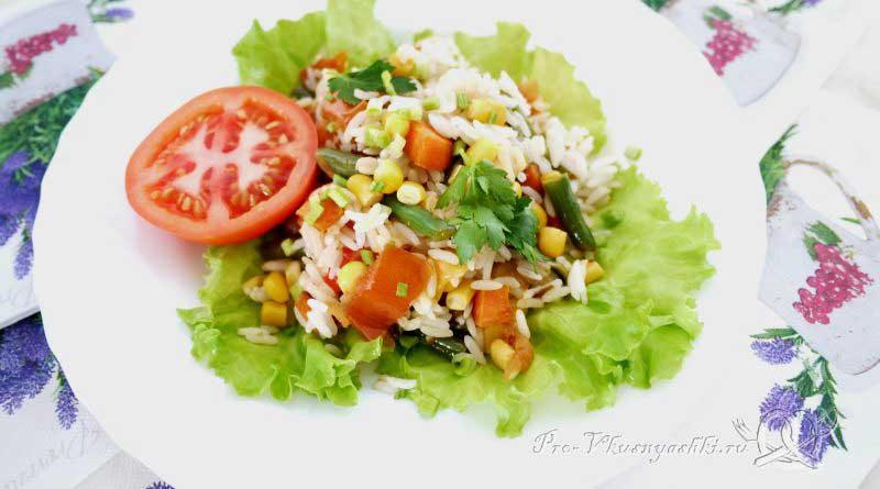 Рис с овощами на сковороде - подача