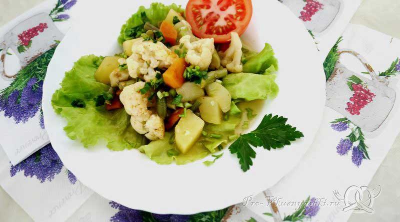 Овощное рагу с кабачками и картофелем - подача