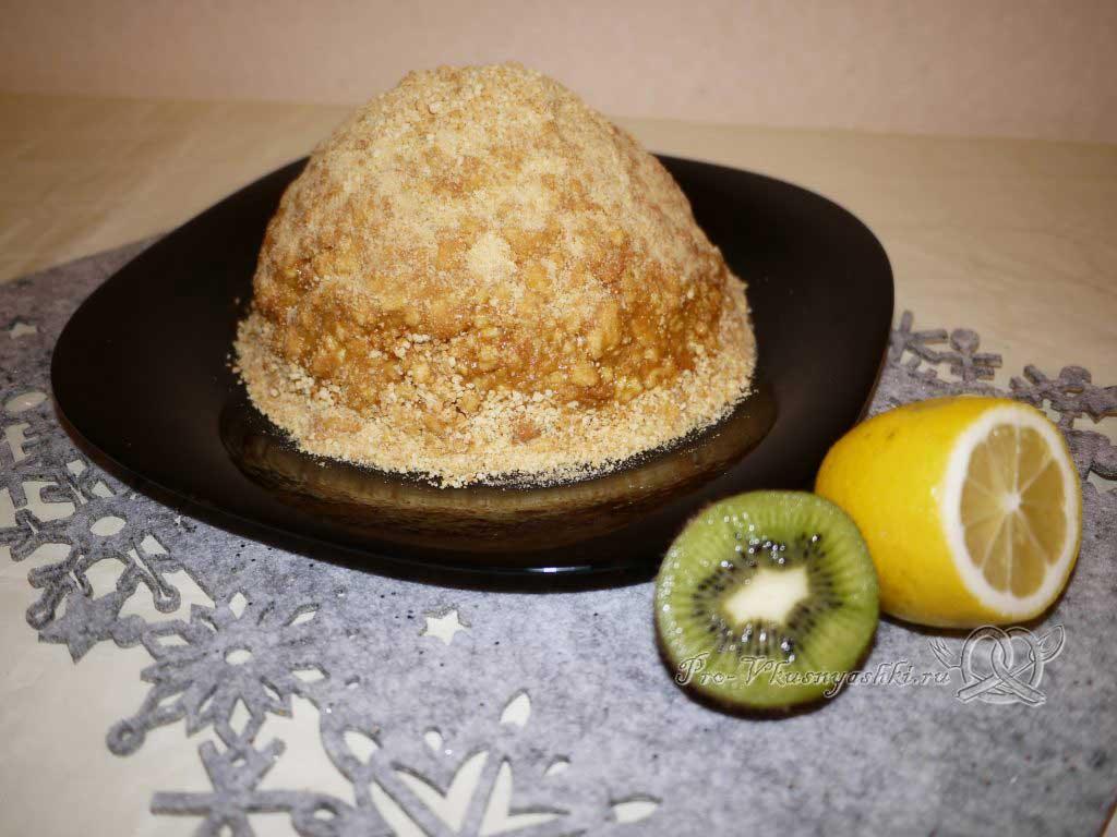 Торт Муравейник классический со сгущенкой - посыпаем торт крошкой