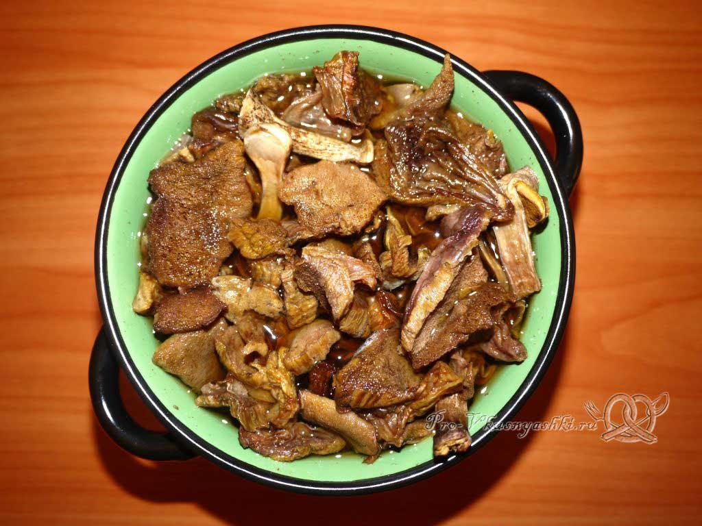 Постный грибной суп из сушеных грибов с перловкой - замачиваем грибы