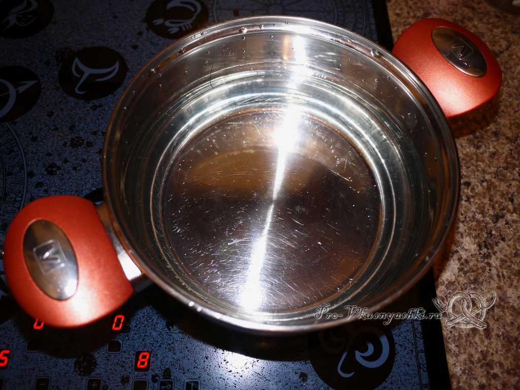 Постный грибной суп из сушеных грибов с перловкой - кипятим воду
