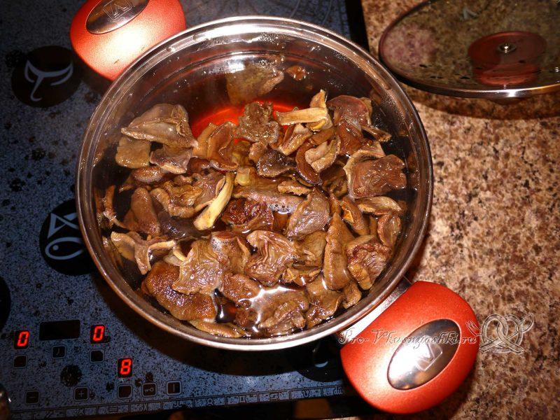 Постный грибной суп из сушеных грибов с перловкой - добавляем грибы