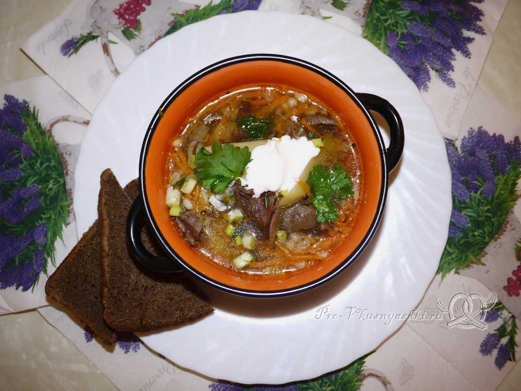 Постный грибной суп из сушеных грибов с перловкой - подача