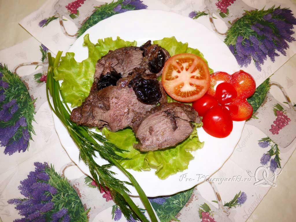 Говядина с черносливом в духовке в фольге - подача
