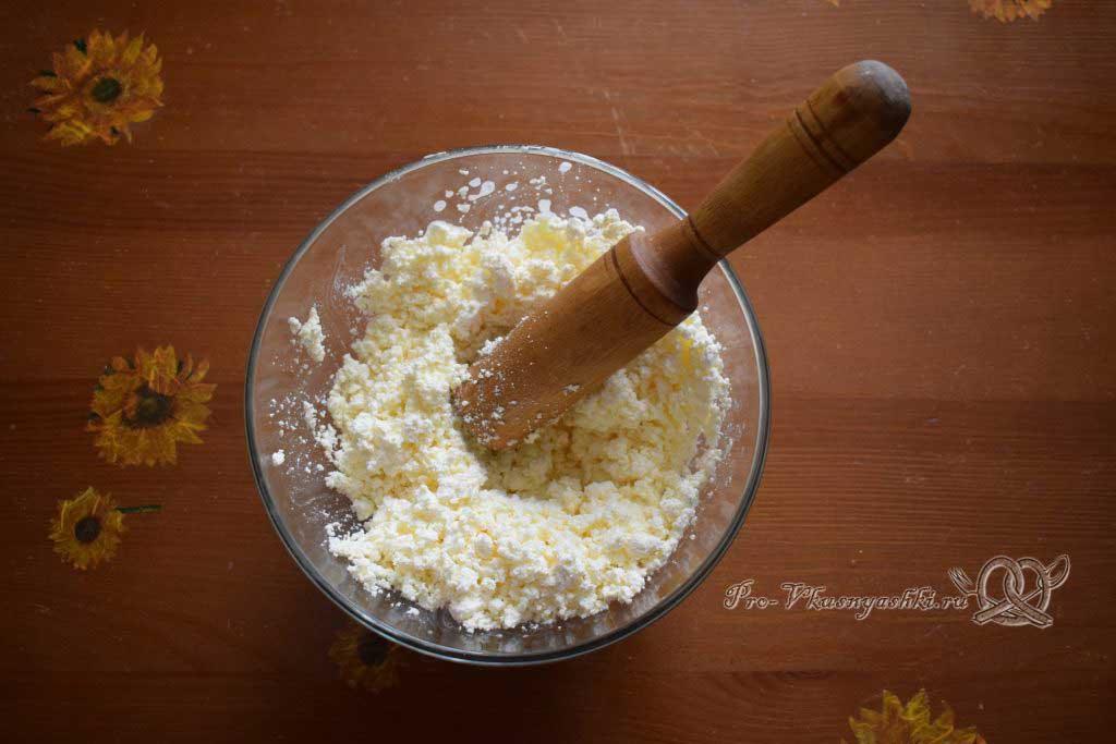 Творожная запеканка на молоке с манкой - растираем творог