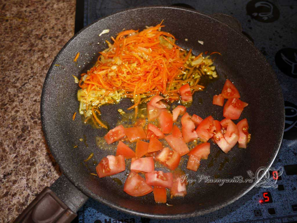 Постный овощной суп - обжариваем помидоры