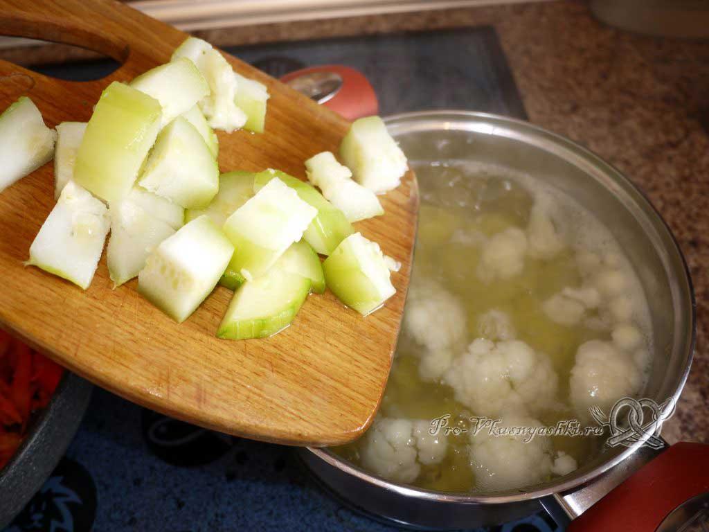 Постный овощной суп - добавляем кабачки