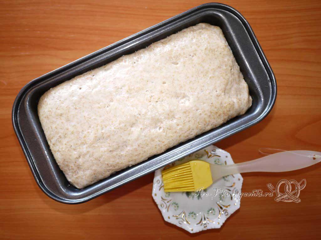 Постный пшеничный хлеб с отрубями - смазываем водой