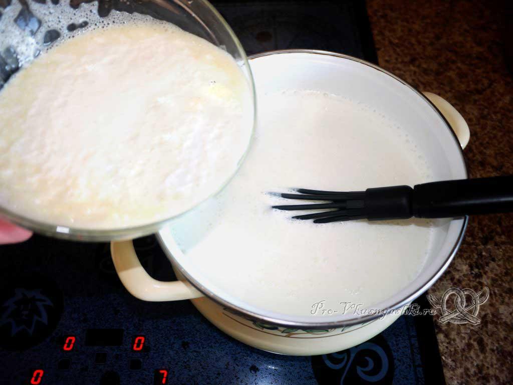 Домашний сыр с зеленью и сладким перцем - добавляем яичную массу