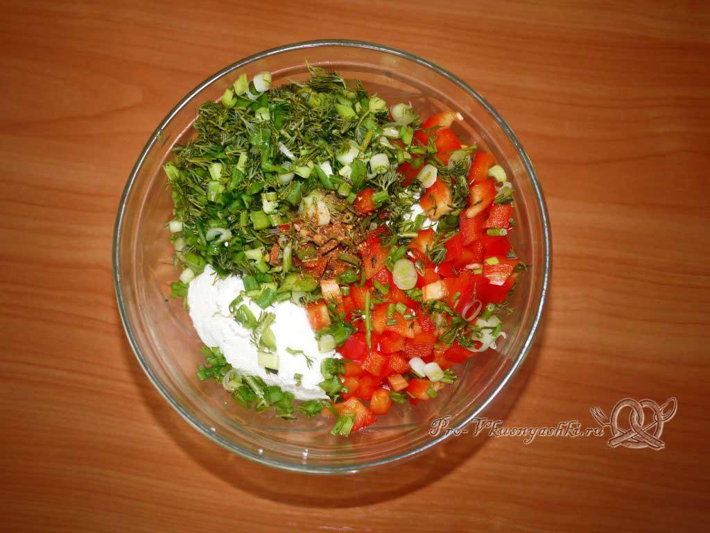 Домашний сыр с зеленью и сладким перцем - добавляем перец и зелень