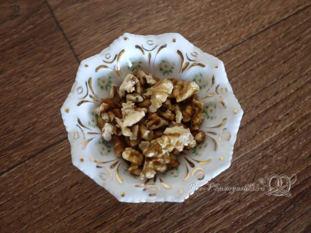 Творожная Пасха со вкусом карамели - измельчаем орехи