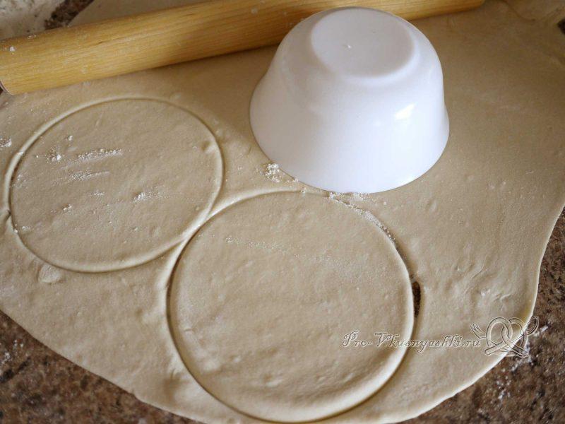 Манты в домашних условиях в пароварке - вырезаем круги