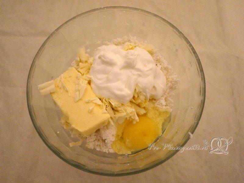 Заварная творожная Пасха - добавляем масло сметану и яйцо