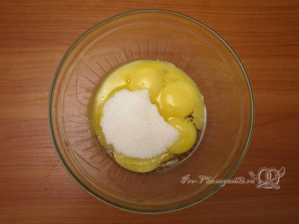 Королевская Пасха из молока - желтки растираем с сахаром