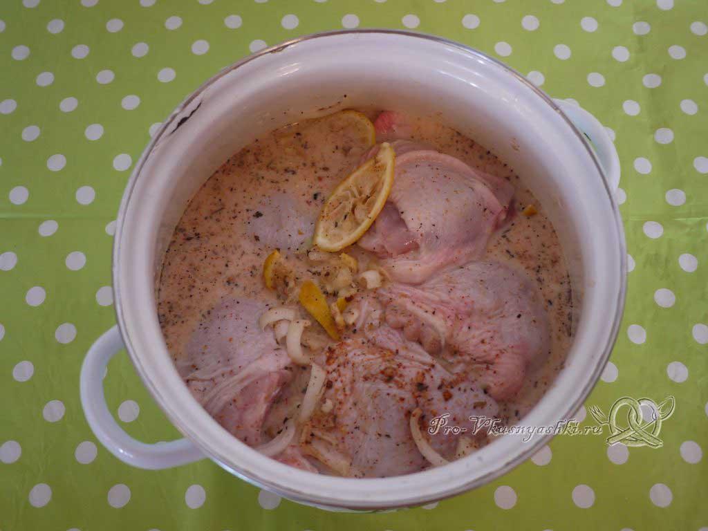 Шашлык из курицы, маринованный в лимонном соке - перемешиваем