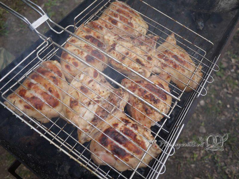 Шашлык из курицы, маринованный в лимонном соке - почти готово
