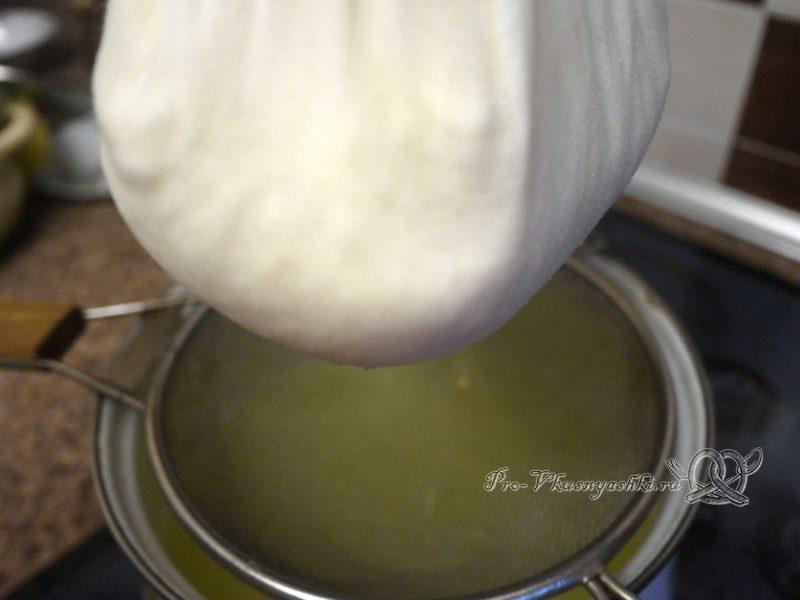 Домашний твердый сыр - отжимаем марлю
