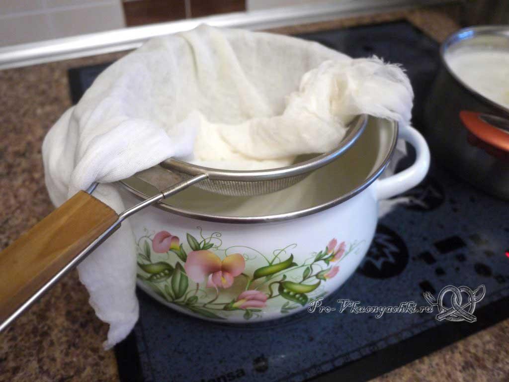 Домашний твердый сыр - подготавливаем посуду для слива сыворотки