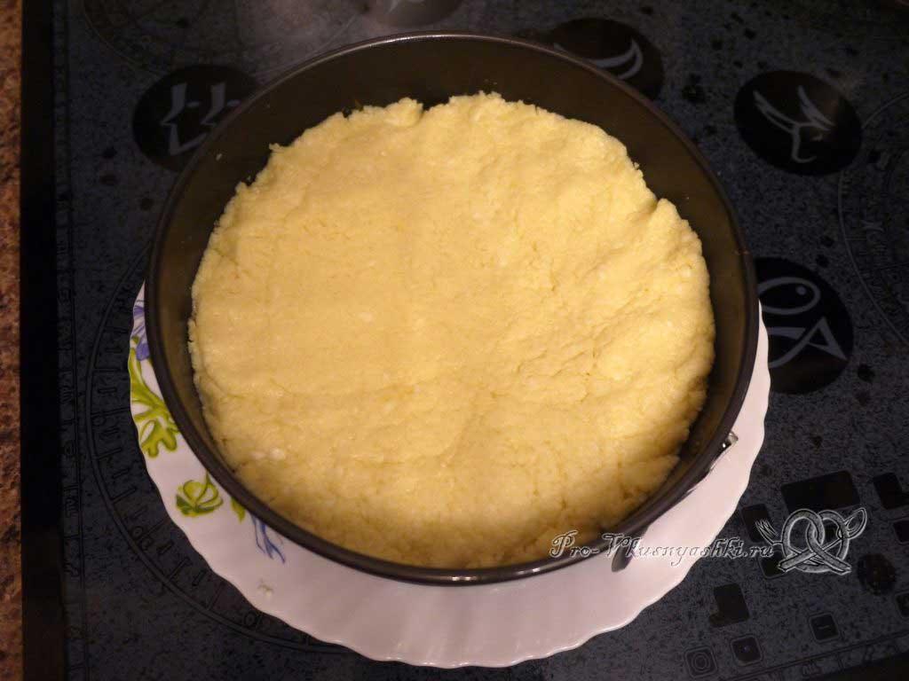 Домашний твердый сыр - выкладываем сыр в форму
