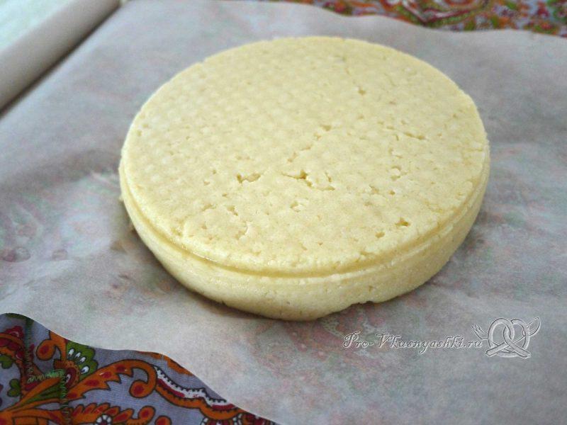 Домашний твердый сыр - заворачиваем сыр в бумагу