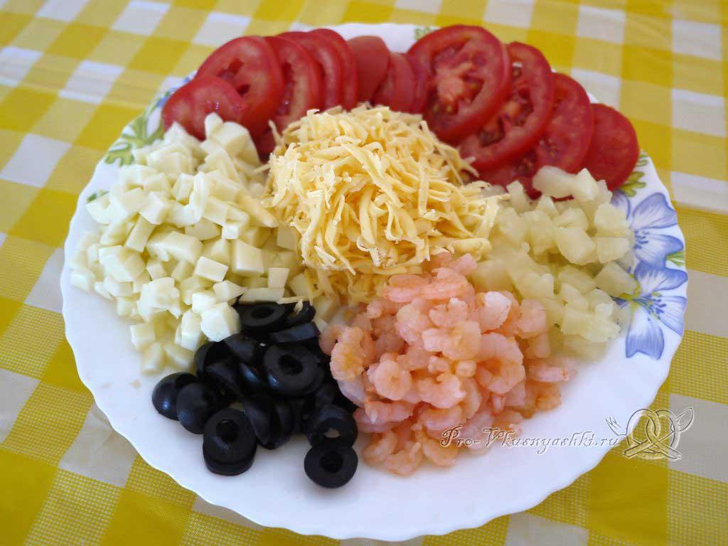 Пицца Графская с ананасами и креветками - подготовленные ингредиенты