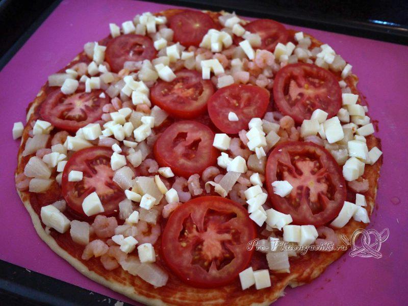 Пицца Графская с ананасам и креветками - выкладываем Моцареллу