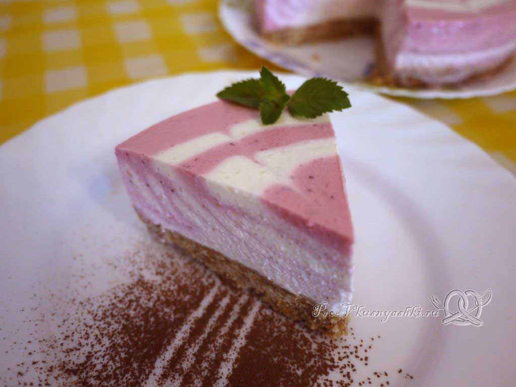 Творожный чизкейк без выпечки «Розовая зебра» - отрезаем кусочек