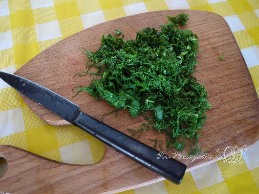 Лазанья с фаршем и белым соусом - нарезаем зелень