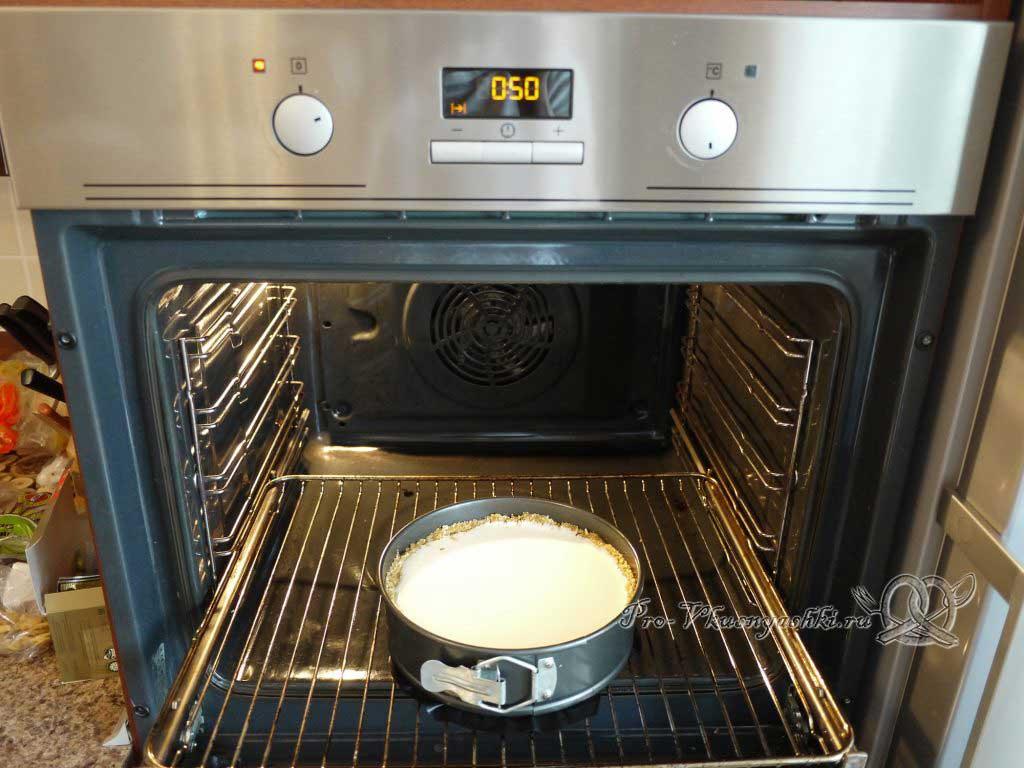 Нежный творожный чизкейк с персиками - ставим в духовку