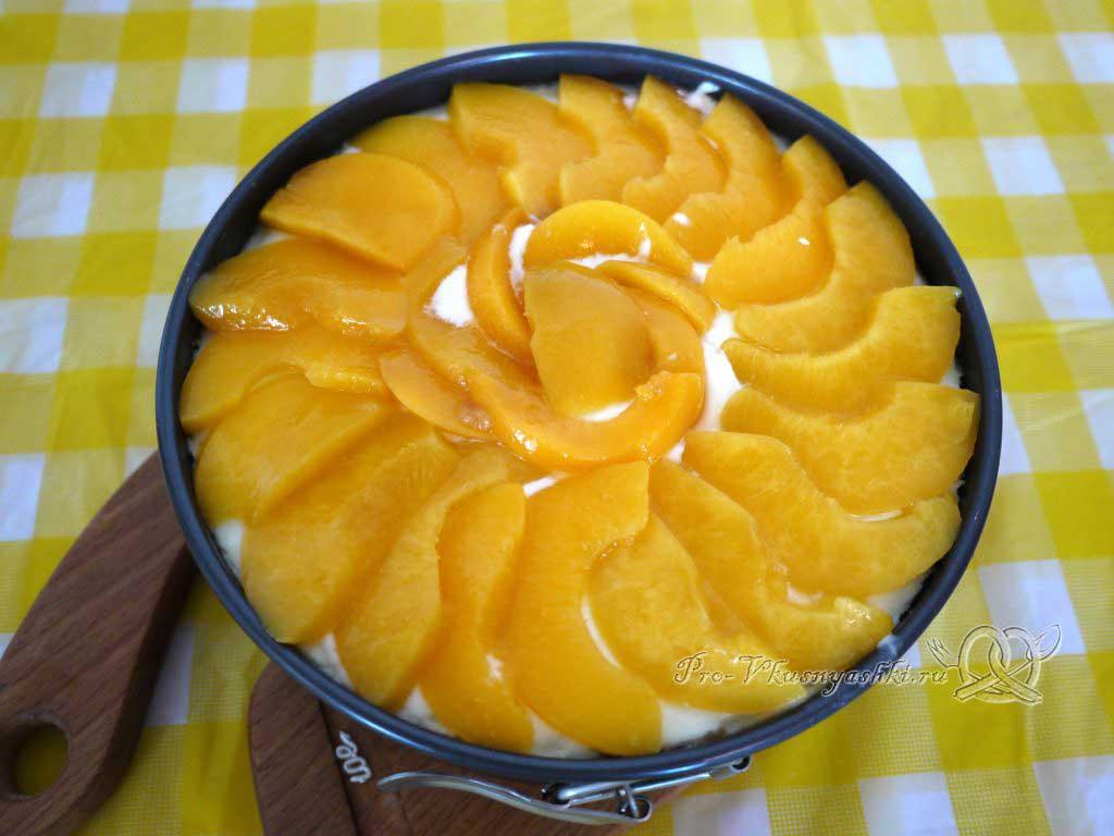 Нежный творожный чизкейк с персиками - украшаем персиками