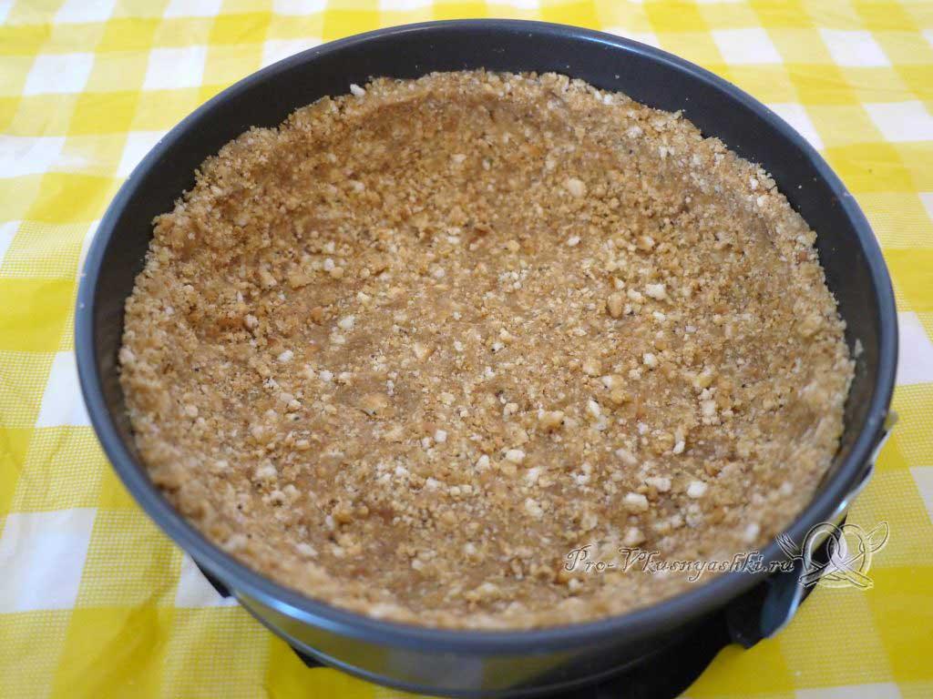 Нежный творожный чизкейк с персиками - выкладываем тесто в форму